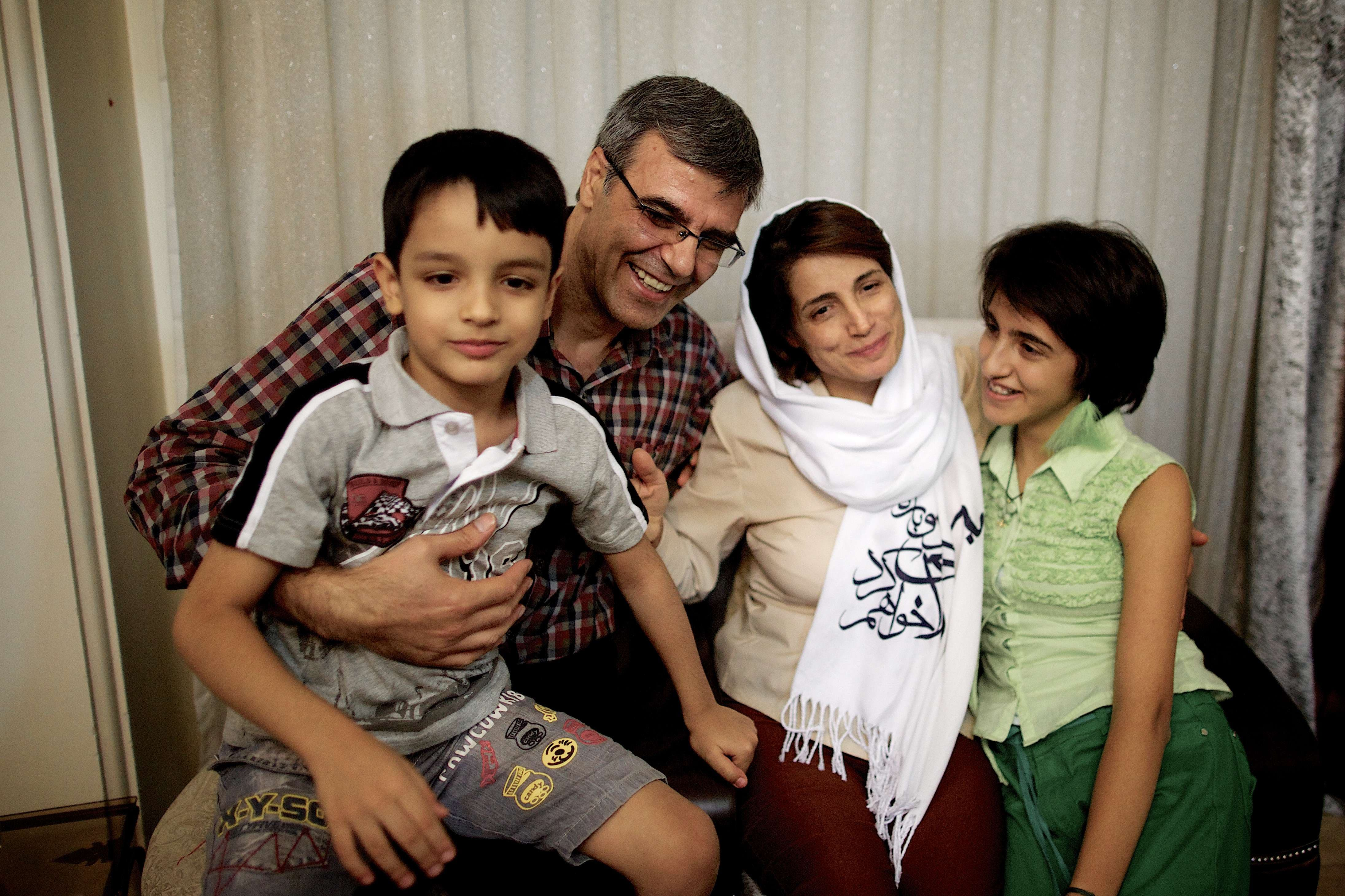 Iranian lawyer Nasrin Sotoudeh poses with her husband, Reza Khandan, her son Nima (L) and her Daughter Mehraveh (R ) at her house in Tehran on Sept. 18, 2013. (File Photo: AFP)