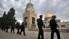 بالفيديو.. شرطة إسرائيل تعتدي على أحد المصلين في الأقصى