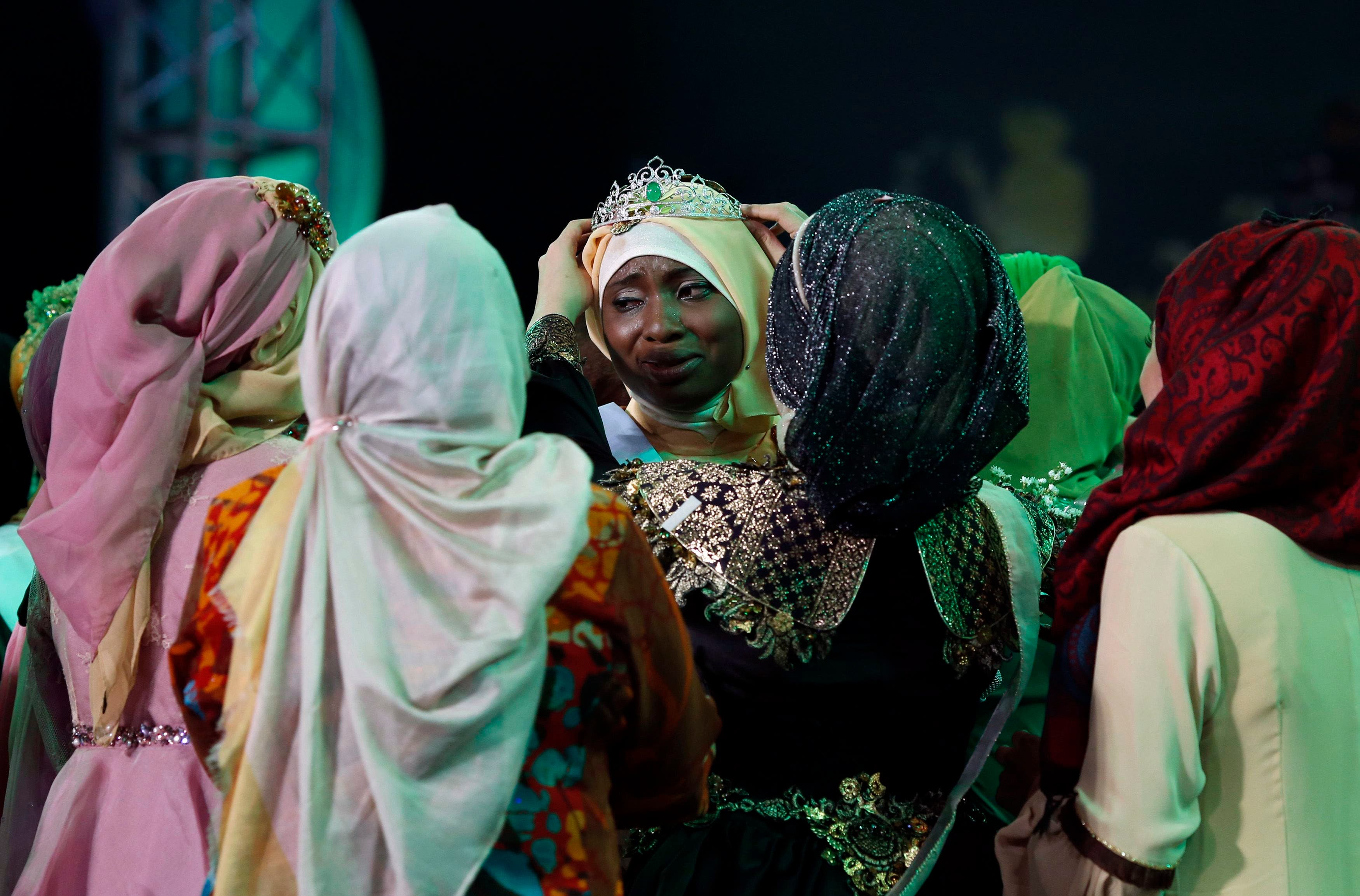 Nigerian Obabiyi Aishah Ajibola (C) is congratulated by fellow finalists after being named World Muslimah 2013 during the third Annual Award of World Muslimah in Jakarta Sept. 18, 2013. (Reuters)