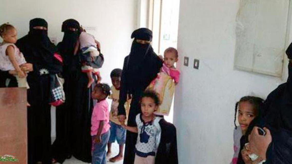صورة للعائلة العربية المكونة من 27 شخصاً