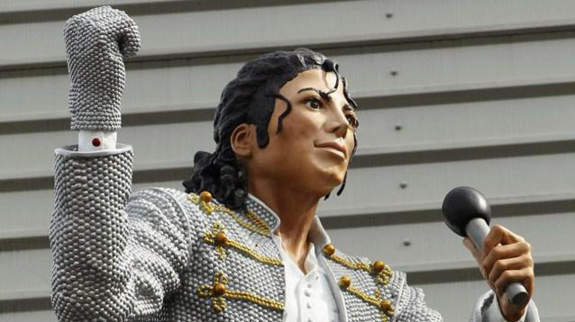 The statue of the singer, clutching a microphone and pointing with a gloved hand, is one of two outside the club's ground. (Courtesy: starsports.com)