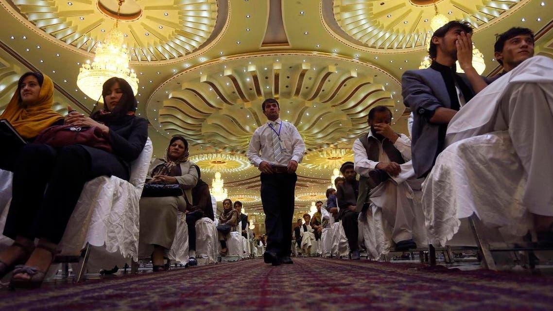 Afghan men and women discuss politics