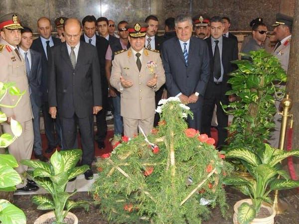 ضريح عبد الناصر يتحول إلى قبلة الساسة والمواطنين