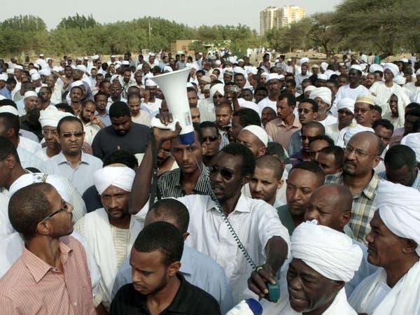 آلاف الأشخاص يتظاهرون ضد الحكومة في شوارع الخرطوم