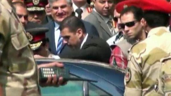 حراسات تحيط بوزير الدفاع المصري عبدالفتاح السيسي أثناء زيارة ضريح جمال عبد الناصر