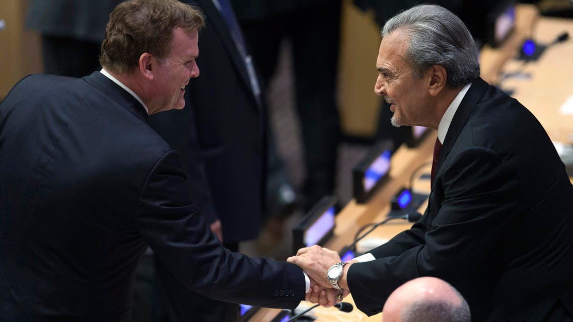 Saudi Arabia's Foreign Minister Saud bin Faisal (R) shakes hands with Canada's Minister of Foreign Affairs John Baird (L) during 68th U.N. General Assembly in New York, Sept. 26, 2013. (Reuters)
