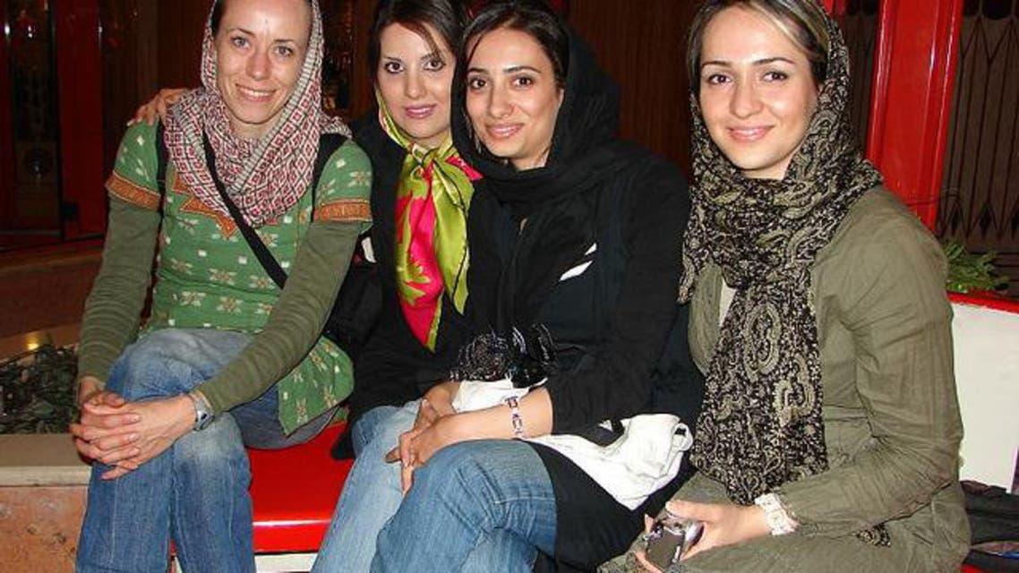 فتيات يرتدين سراويل الجينز في طهران