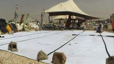 الخيمة الموريتانية تقوم بحياكتها سيدات يبحثن عن لقمة العيش