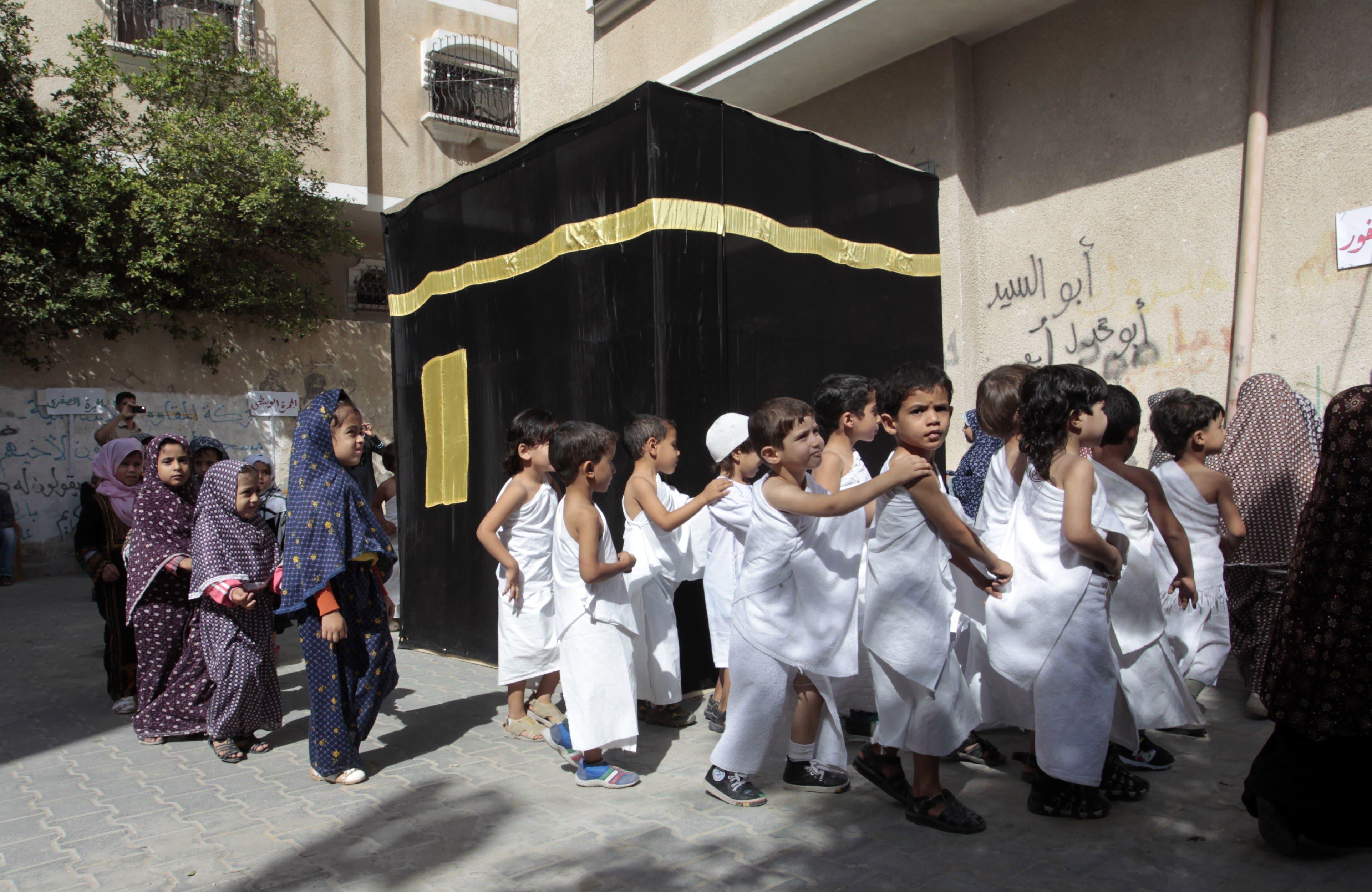 Palestinian children learn about hajj