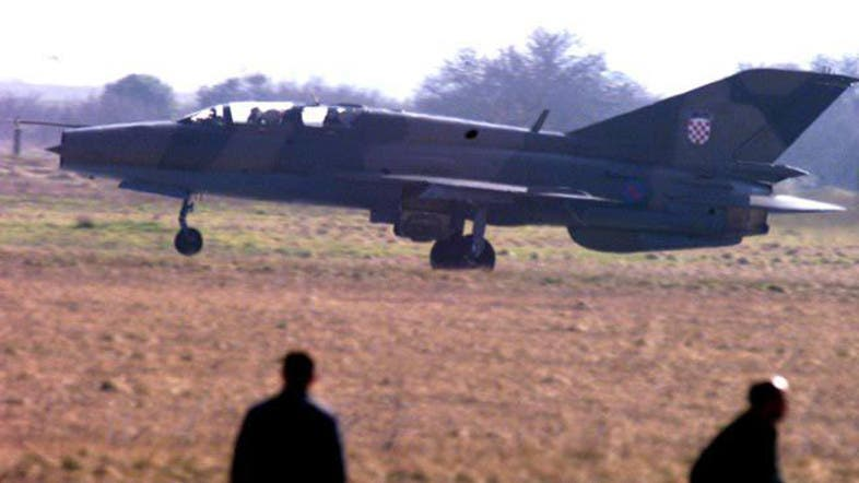 MiG-21 crash in southern Egypt kills 1 villager - Al Arabiya