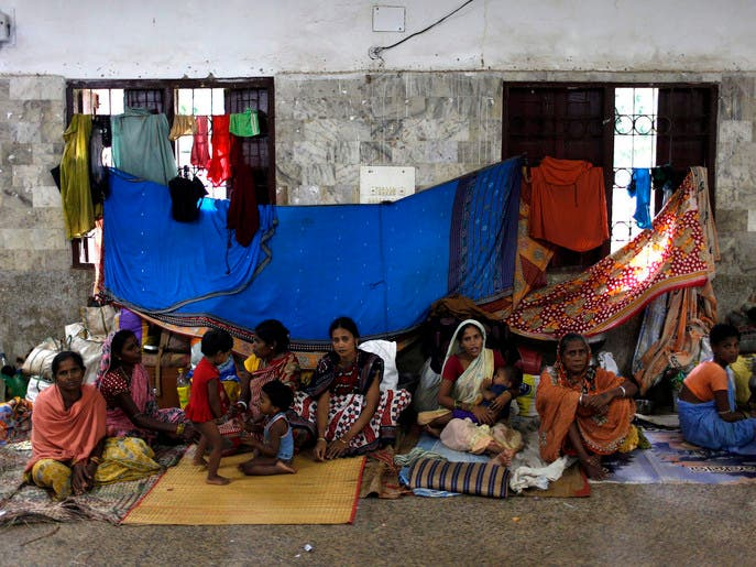 Cyclone Phailin hits Indian coast amid 'biggest ever