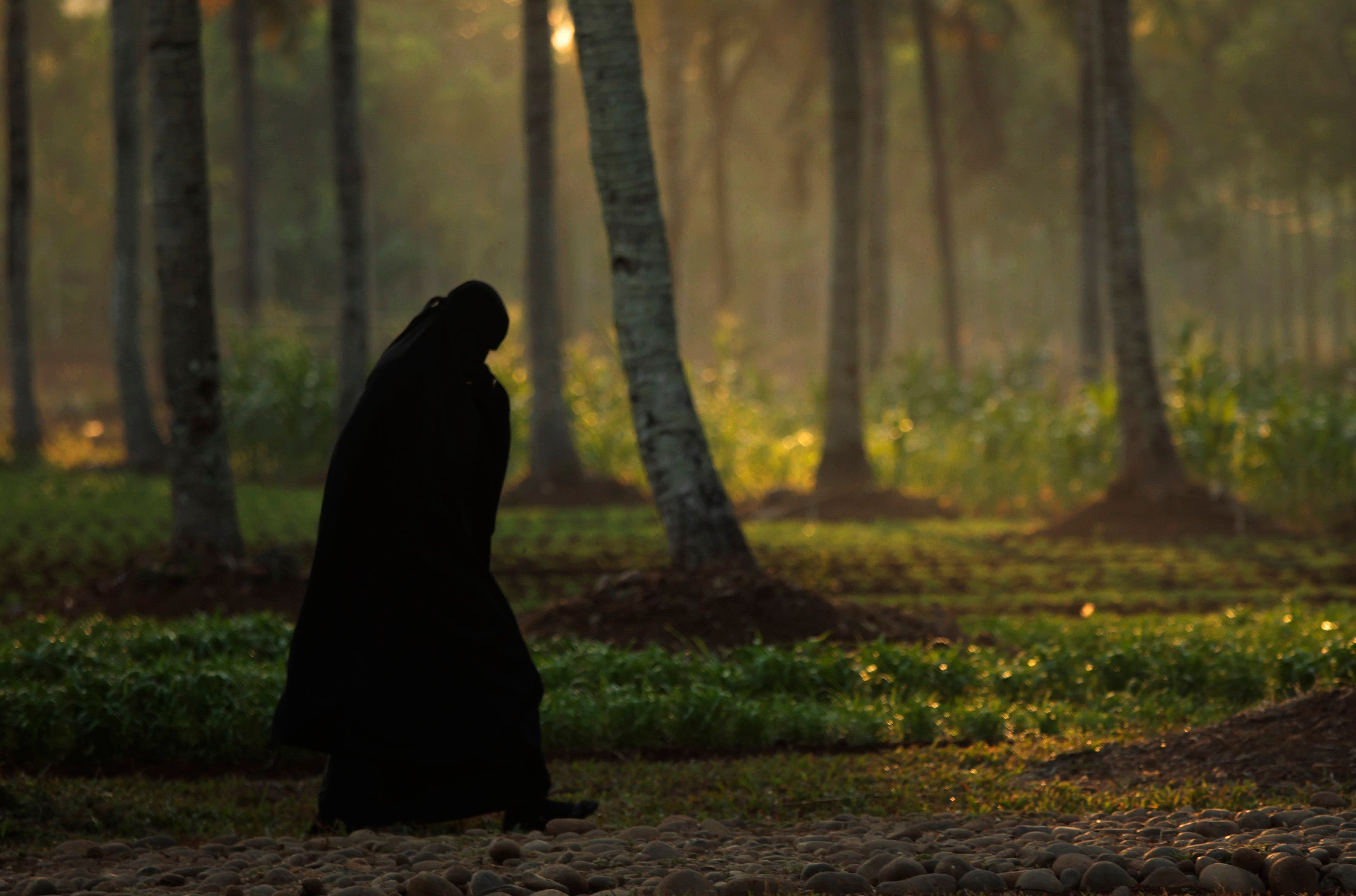 INDONESIA: A woman from the Islamic sect An-Nadzir walks to an Eid al-Adha mass prayer at Mawang Lake in Gowa regency, Indonesia's South Sulawesi Province, October 14, 2013. (Reuters)