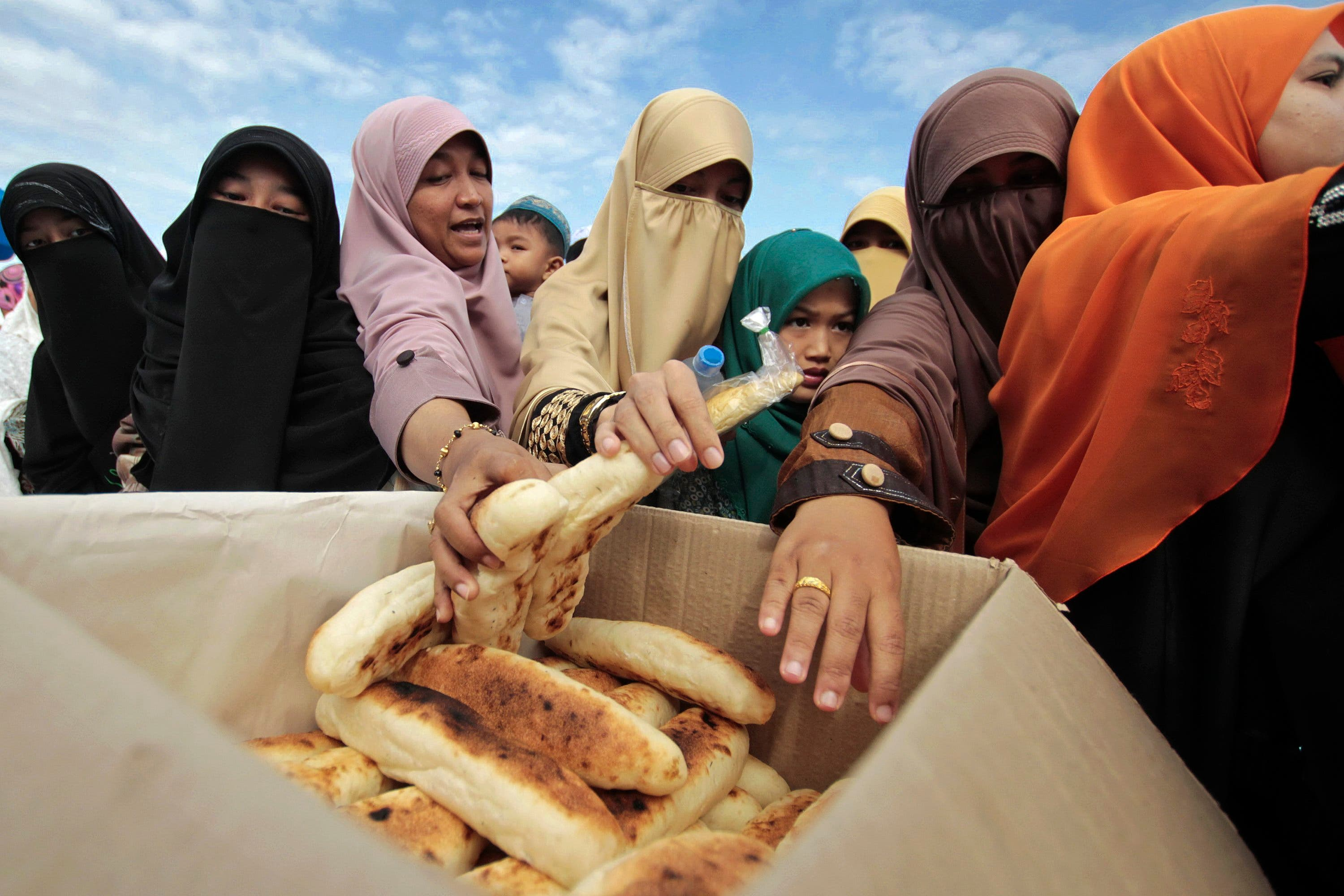THAILAND:  Food is distributed to people who have gathered for morning prayer on Eid al-Adha in the southern Yala province October 15, 2013.