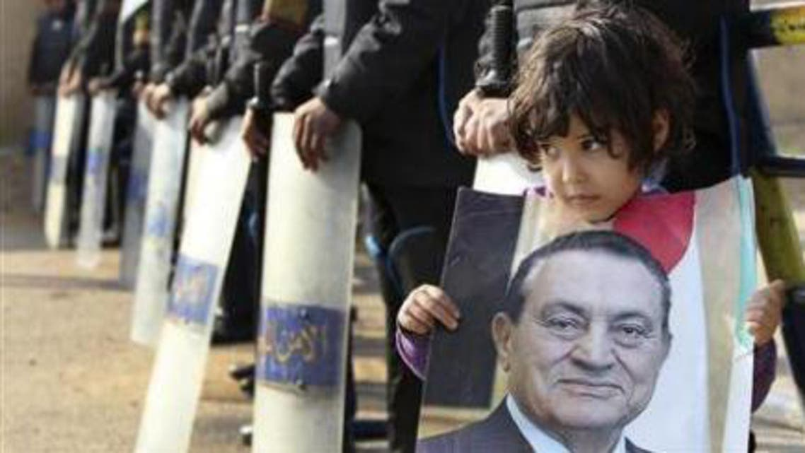 A girl holds a picture of former Egyptian President Hosni Mubarak. (File photo: Reuters)