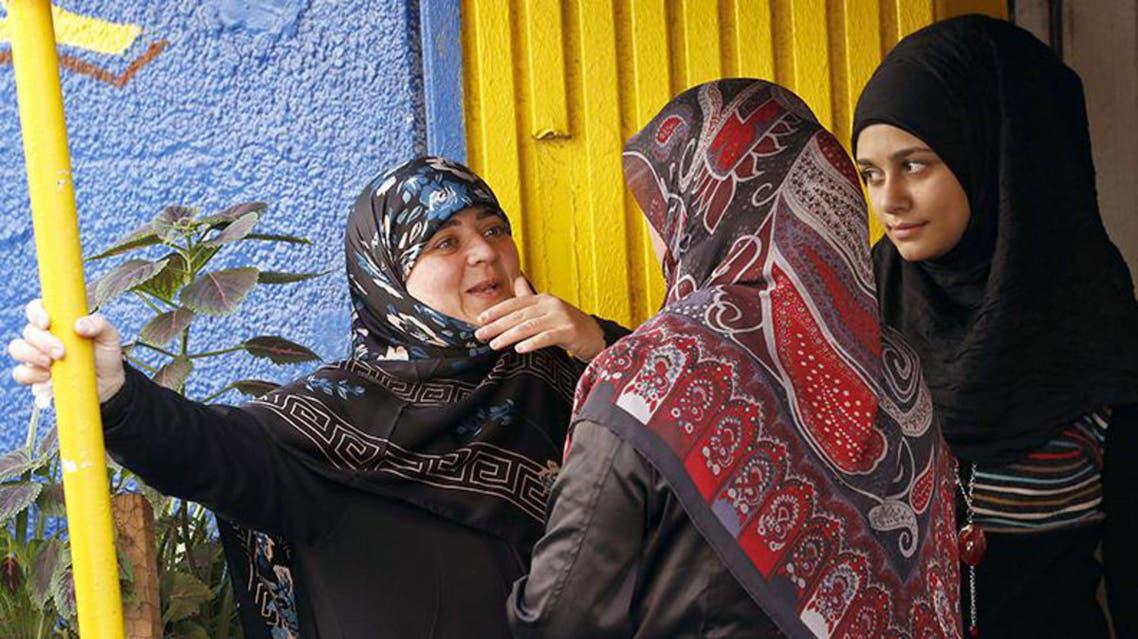 قريبات المخطوفين اللبنانيين في سوريا ينتظرن في بيروت