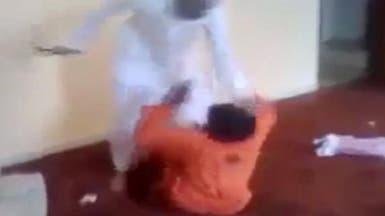 تحرك رسمي لملاحقة شاب سعودي قام بضرب وتصوير عامل نظافة