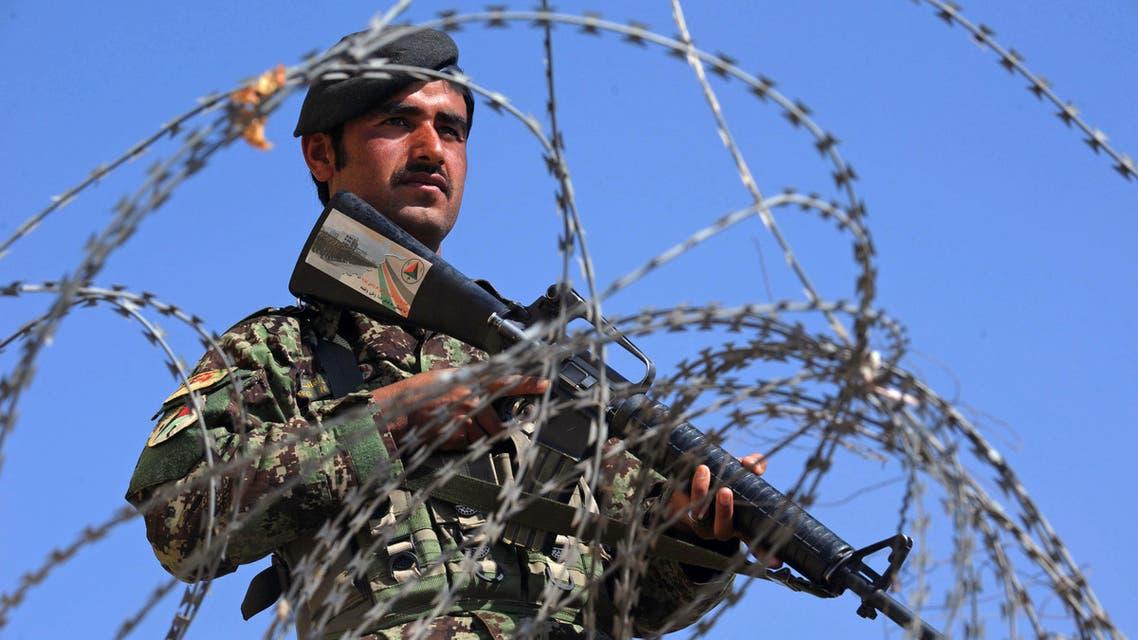 جندي أفغاني خلال فترة حراسته