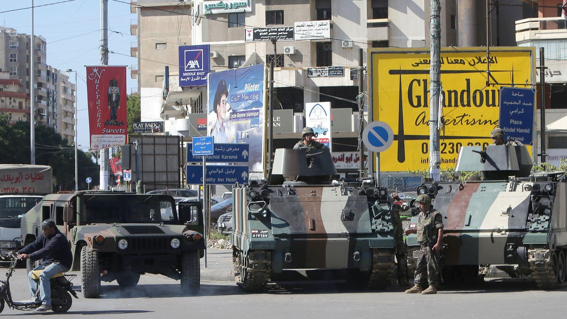 Lebanese army soldiers secure the al-Nur roundabout at the southern entrance of the northern city of Tripoli on October 25, 2013. (AFP)