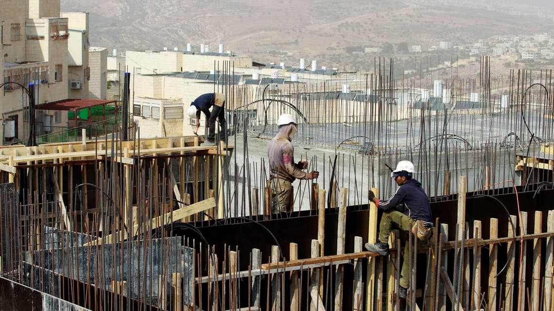 Palestinian labourers work on a construction site in Ramat Shlomo, a religious Jewish settlement in an area of the occupied West Bank Israel annexed to Jerusalem October 30, 2013. (Reuters)