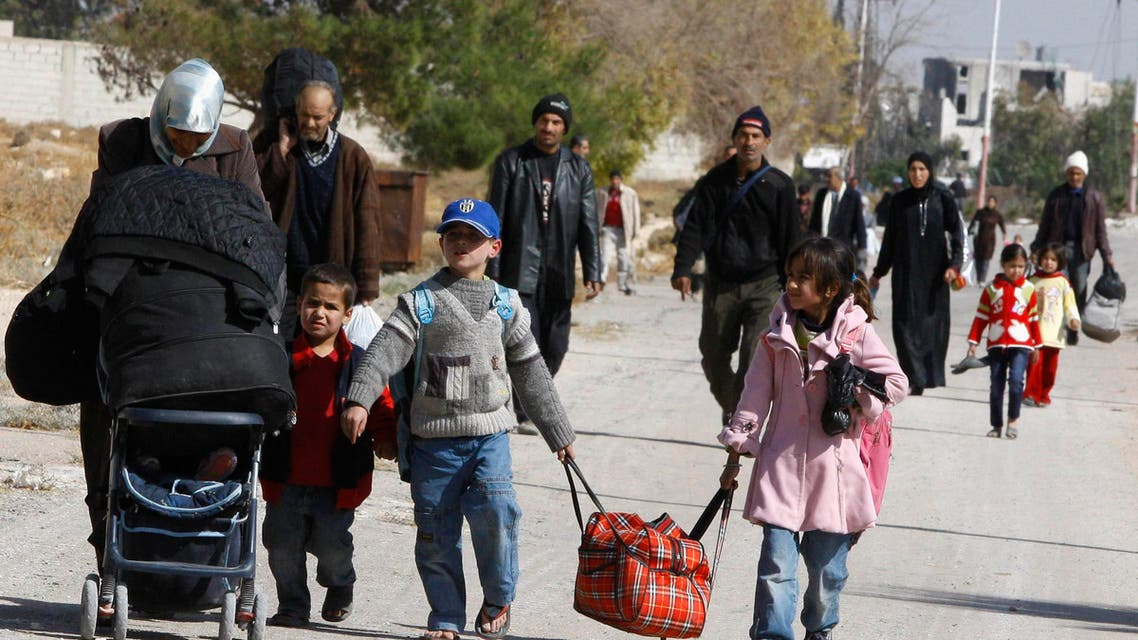 Syrians leave their besieged town