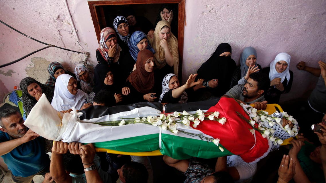 Palestinians carry the body of Jihad Aslan during his funeral at Qalandiya Refugee Camp near the West Bank city of Ramallah Aug. 26, 2013. (Reuters)