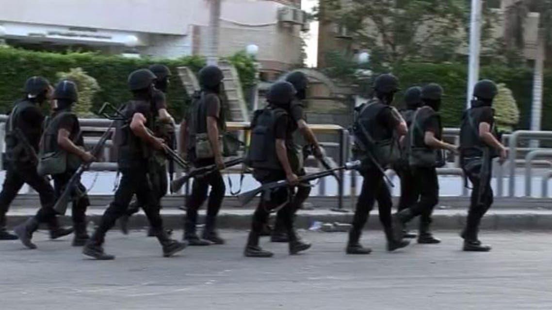 عناصر من الشرطة المصرية في شوارع القاهرة