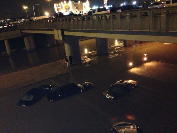 """أمطار غزيرة في السعودية ونفي لتحذيرات """"فيضان الخليج"""""""