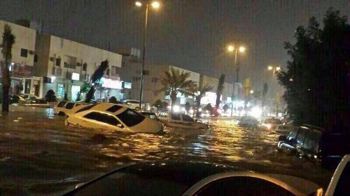 Cars drown in the floods. (Photo courtesy: Sabq news website)