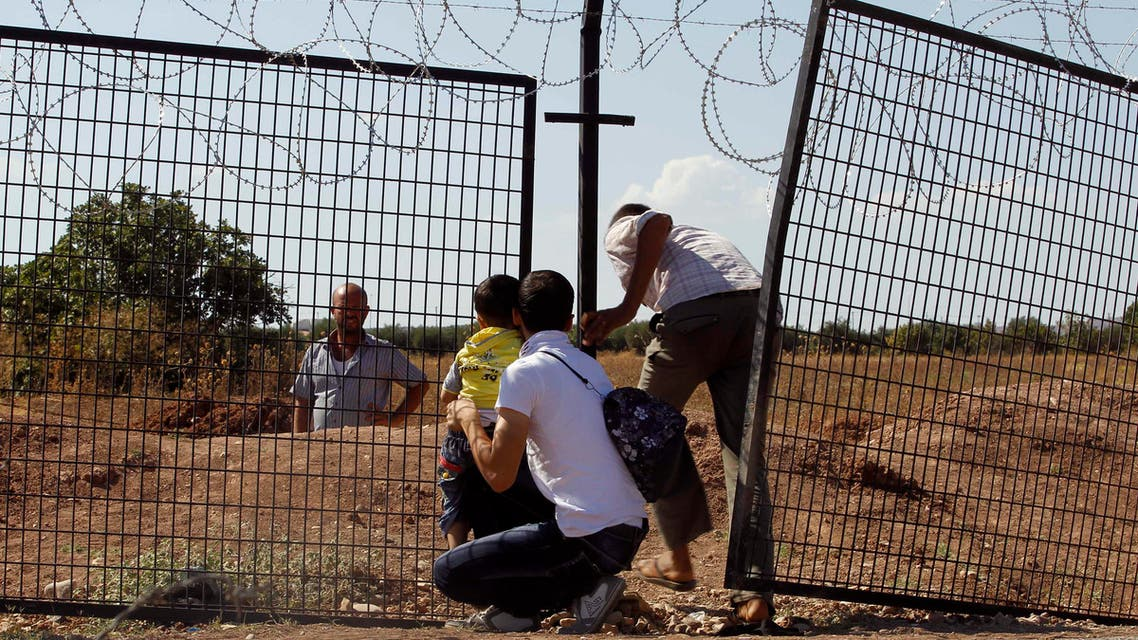 Civilians try to enter Turkey illegally at a bor