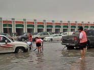 35 شابا يؤسسون فريقا تطوعيا لإنقاذ متضرري أمطار الأحساء