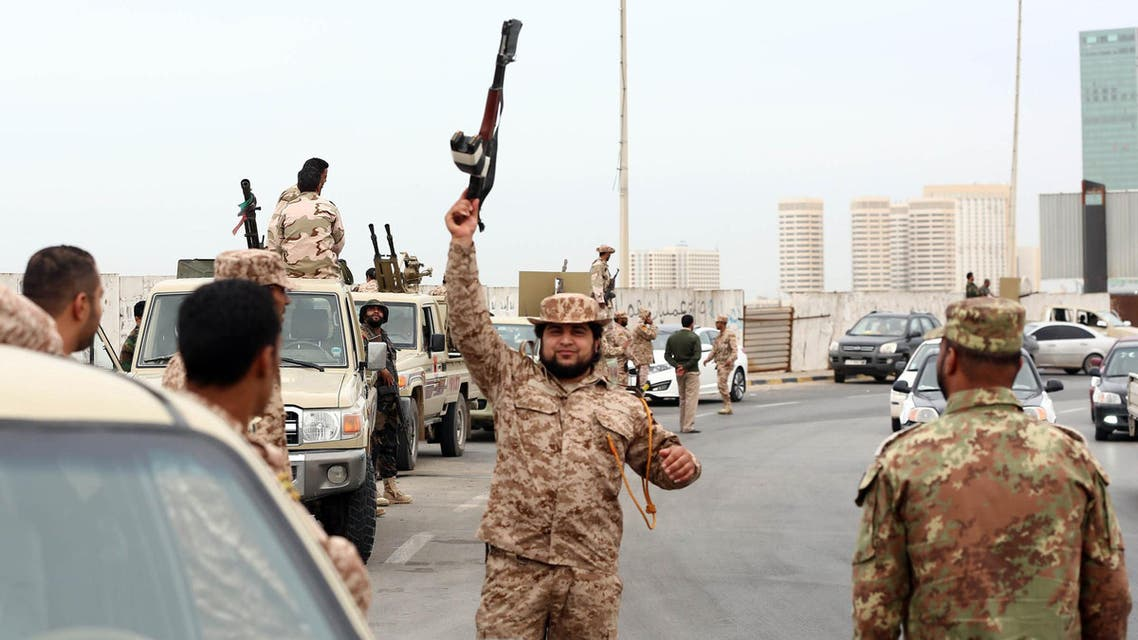 Libyan soldiers deploy on Tripoli's corniche after militias were ordered to leave the capital following weekend clashes on November 18, 2013. (Reuters)