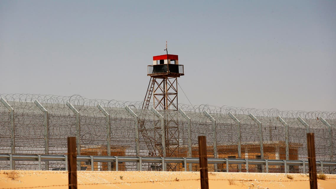 An observation tower painted in the colours of the Egyptian national flag is seen near the Nitzana crossing, along Israel's border with Egypt's Sinai desert August 20, 2013.