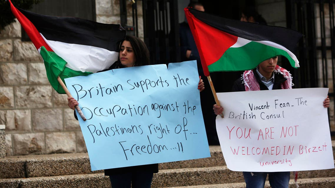 Palestinian students protest against the visit of British Consul-General Sir Vincent Fean (not seen) to a university in the West Bank city of Ramallah in March 2013. (File photo: Reuters)