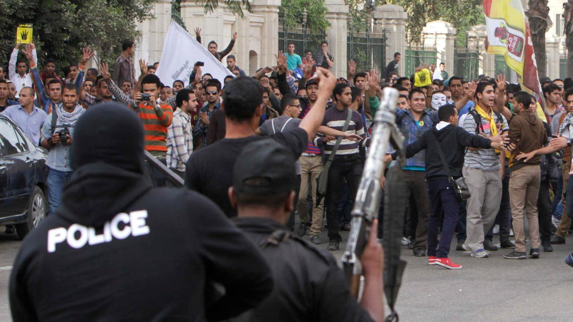 Students of Cairo University shout slogans against the military and interior ministry during a demonstration at the main gate of the university in Cairo, Nov. 24, 2013. (Reuters)