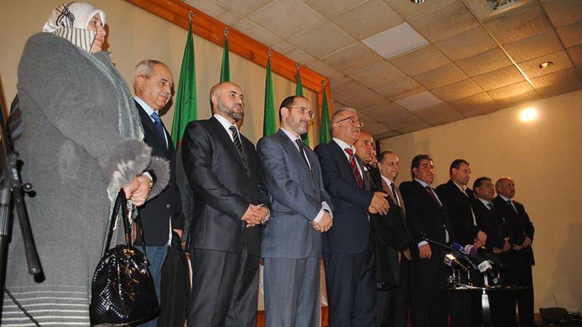 المعارضة في الجزائر تتكتل وتهدد بمقاطعة الرئاسيات