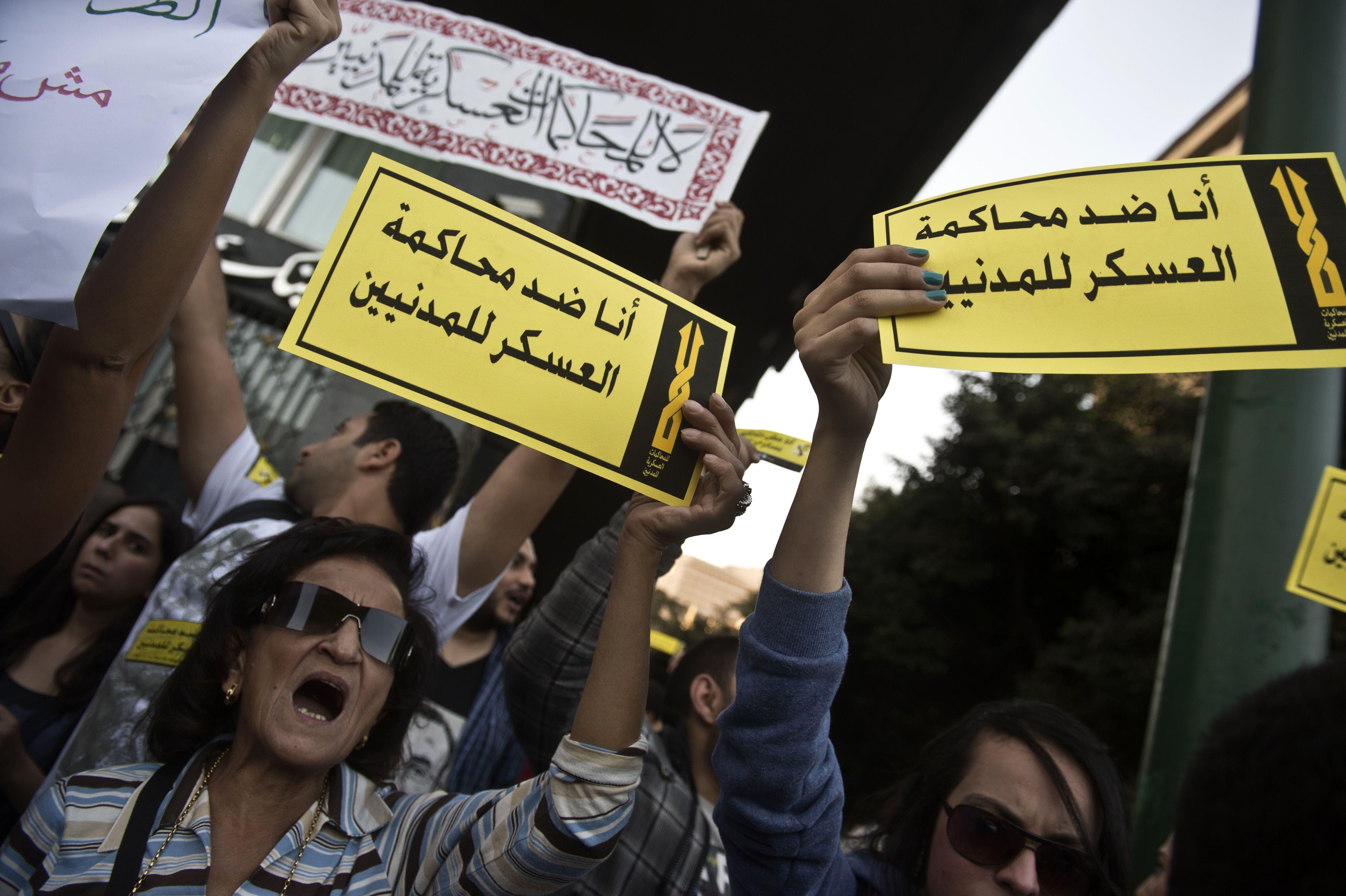 جانب من التظاهرات أمام مجلس الشورى