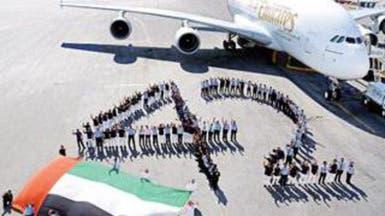 """طائرة """"الإماراتية"""" تتزين بالعلم احتفالاً بالعيد الوطني"""