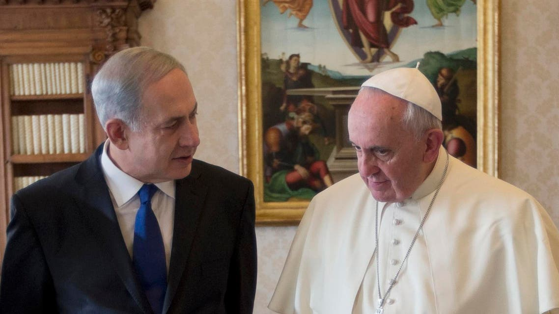 Pope Francis (R) talks with Israeli Prime Minister Benjamin Netanyahu during a private audience at the Vatican, Dec. 2, 2013. (Reuters)