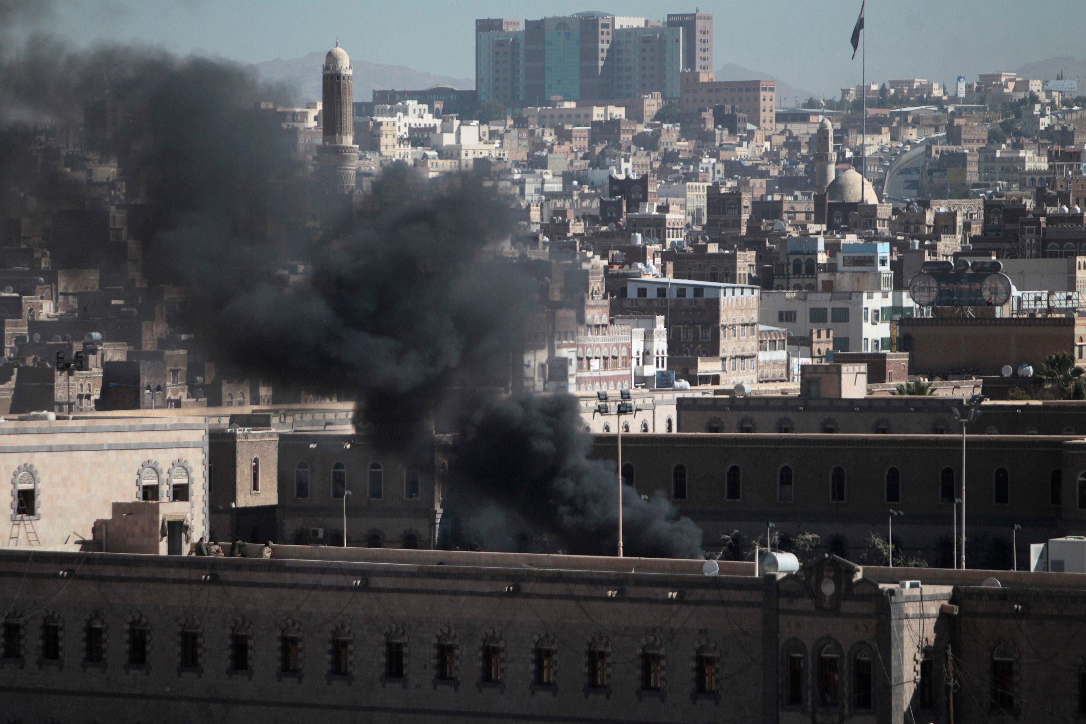 Smoke rises from the Defense Ministry's compound after an attack, in Sanaa Dec. 5, 2013. (Reuters)