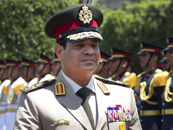 السيسي يدعو الجيش لليقظة والحزم خلال تأمين الاستفتاء