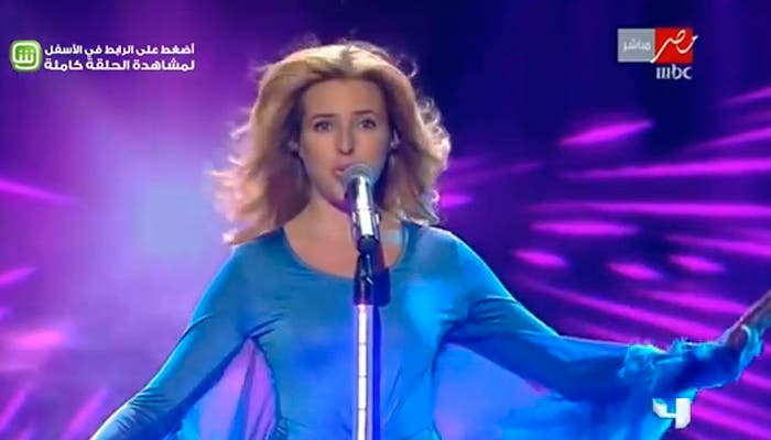 Jennifer Grout (C) performing at the MBC television station studios in Zouk Mosbeh, north of Beirut. (Photo courtesy MBC YouTube Channel)