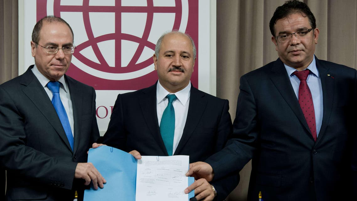Israeli Regional Development Minister Sylvan Shalom (L), Jordanian Water and Agriculture Minister Hazem Nasser (C) and Shaddad Attili, head of the Palestinian Water Authority, pose at the World Bank in Washington, DC, after signing a water agreement Dec. 9, 2013. (AFP)