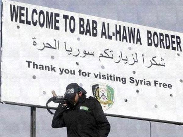 """تركيا تعيد فتح معبر """"باب الهوى"""" على حدودها مع سوريا"""