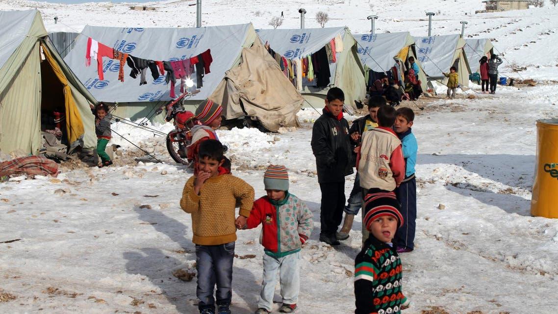 أطفال سوريون داخل مخيم للاجئين في مدينة عرسال اللبنانية