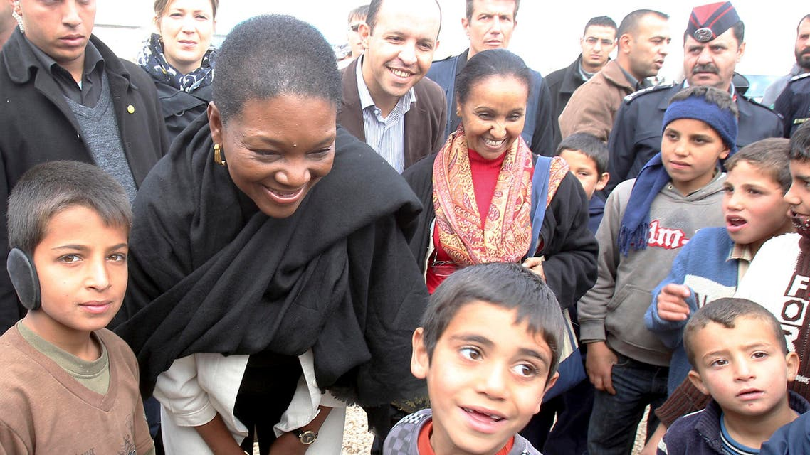 Valerie Amos (2nd L), the United Nations' Under-Secretary-General for Humanitarian Affairs, meets Syrian refugee children during her visit to the Al Zaatri refugee camp in Jordan. (File photo: Reuters)