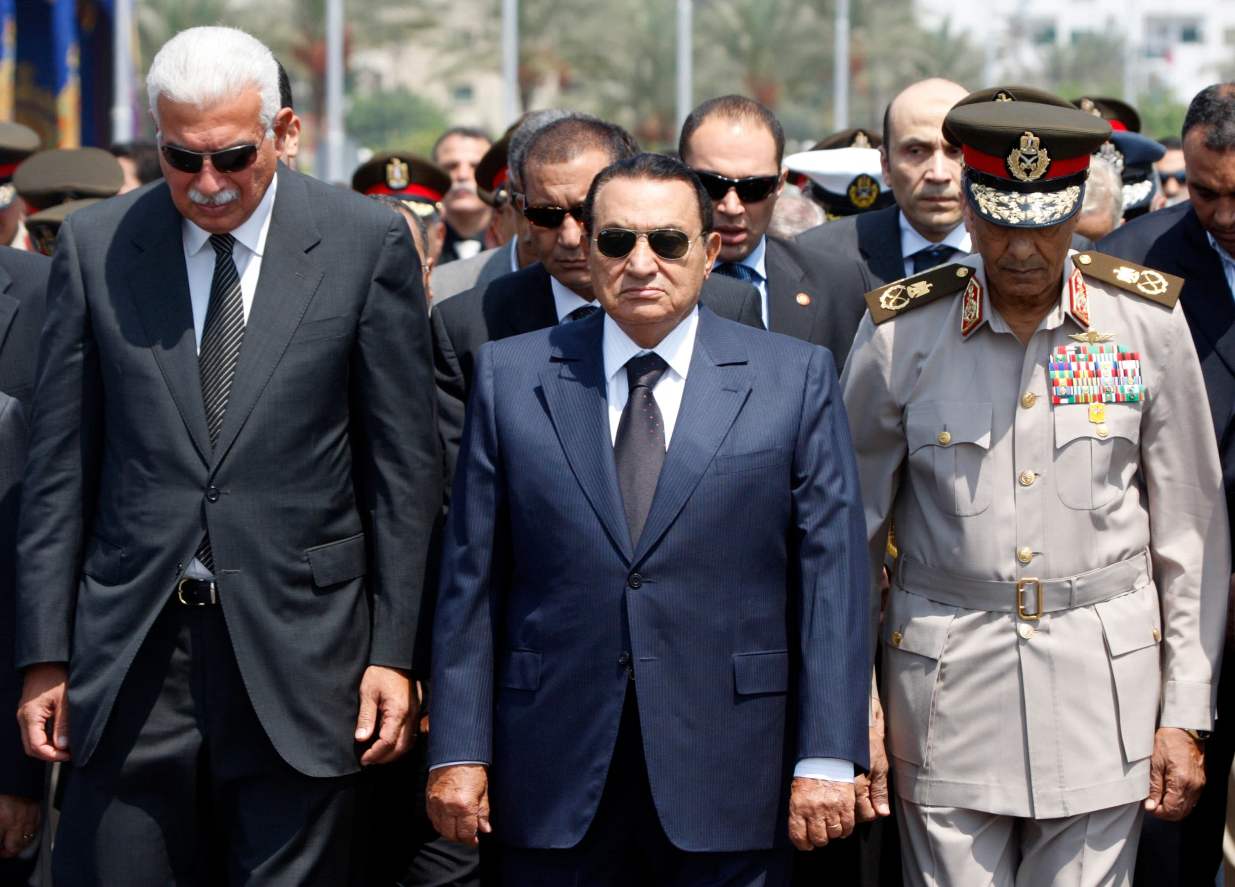 Former Egyptian Defence Minister Field Marshall Mohamed Hussein Tantawi (R) is seen with former President Hosni Mubarak (C) and Egyptian Prime Minister Ahmed Nazif in 2008. reu