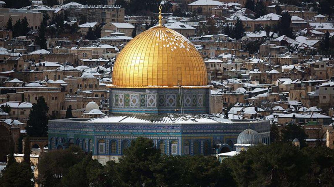 الثلوج على مسجد قبة الصخرة في القدس المحتلة