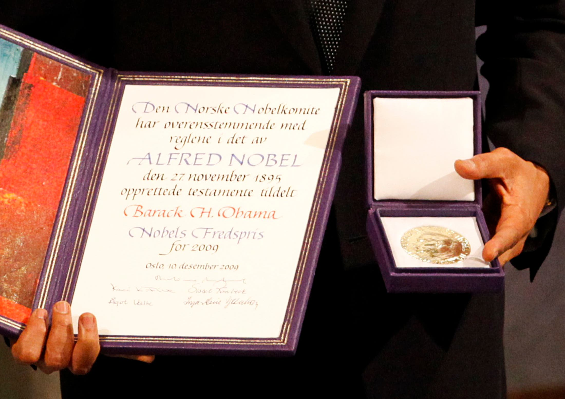 The Nobel committee awarded the peace prize to Obama for his efforts to strengthen international diplomacy and cited his push for nuclear disarmament. (File photo: Reuters)