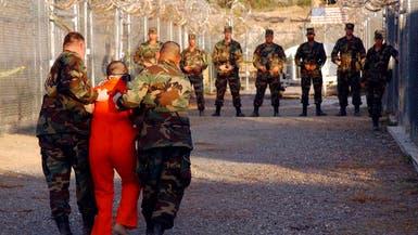 أميركا تدرس نقل بعض سجناء غوانتانامو لمواقع عسكرية