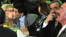 میراڈونا کا گرل فرینڈ کو بھری محفل میں بوسہ